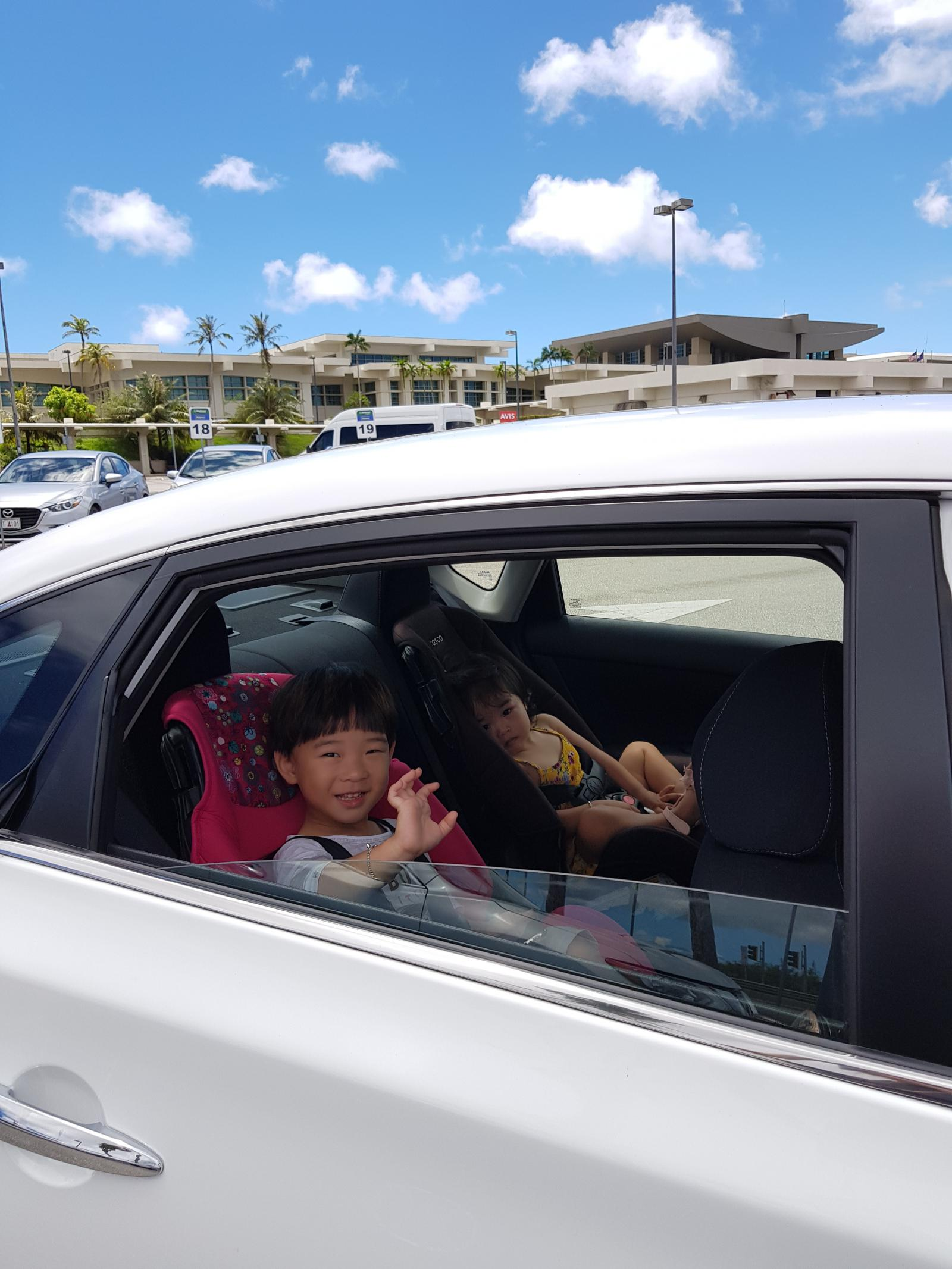 Guam is not far from the tourist or shopping center, but rent is a must! Especially, if you have children, it is more like that ~ Because the weather is fickle, it suddenly pours out even if it is sunny ~~ I have been to Nissan for the last time, but I do not regret it.